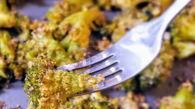 Lemony Breaded Roasted Broccoli | Dimpled Kichen